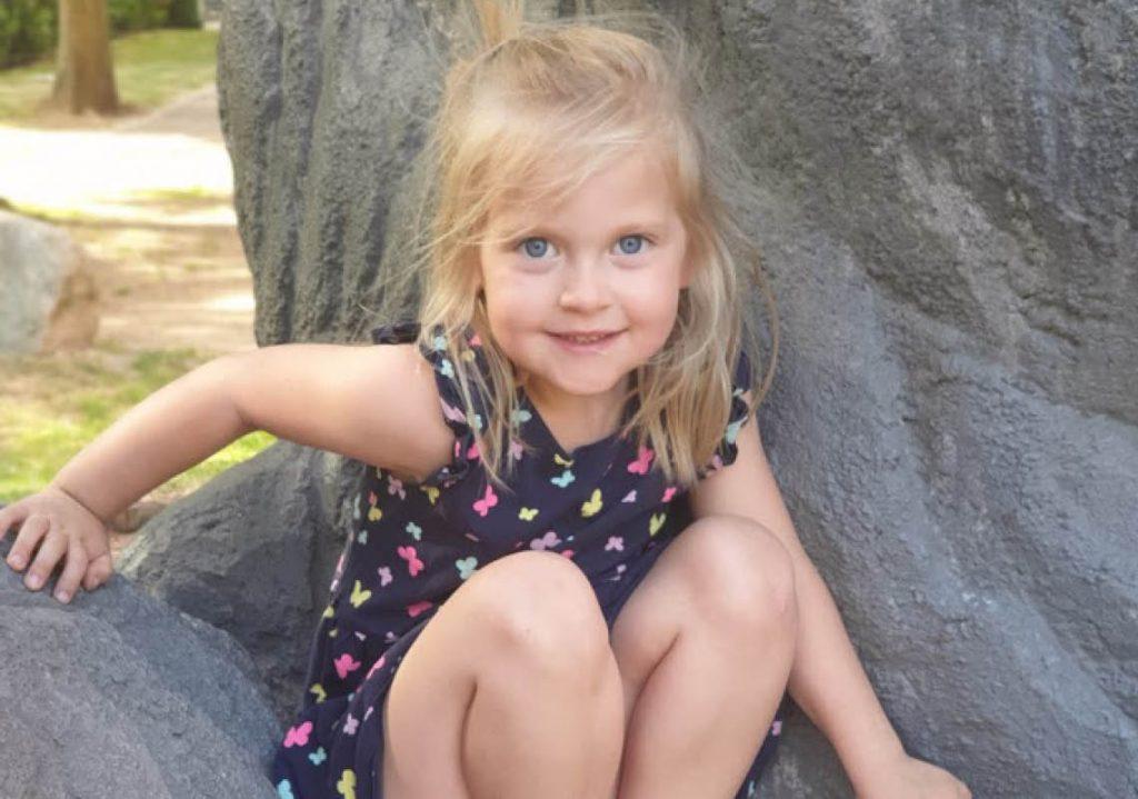 Ellie klättrar i träd