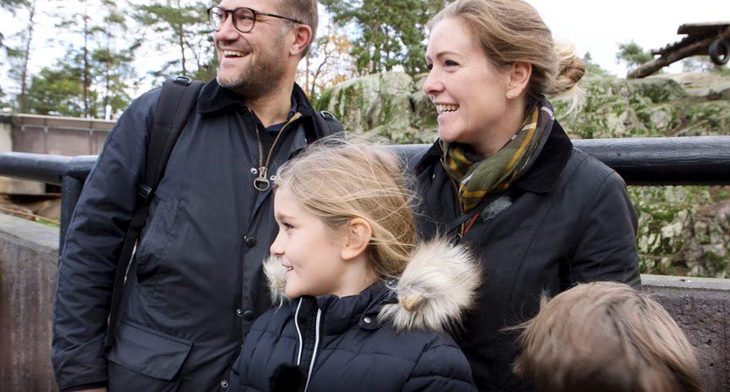 June tillsammans med sin familj