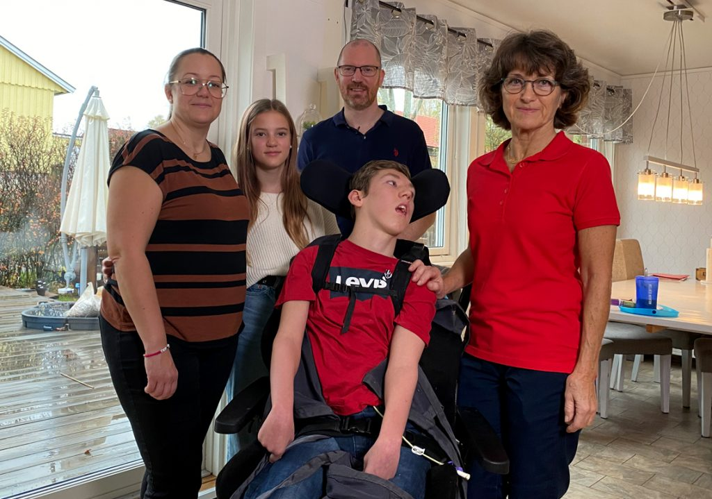 Susanne Eriksson tillsammans med familjen Svedenås