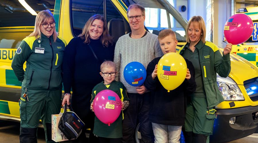 Vera tillsammans med sin familj och ambulansvårdspersonal